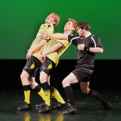 """Freistoß"" by Roberto Scafti. Florian Lochner, Tars Vandebeek and Eric. Photo by Regina Brocke"