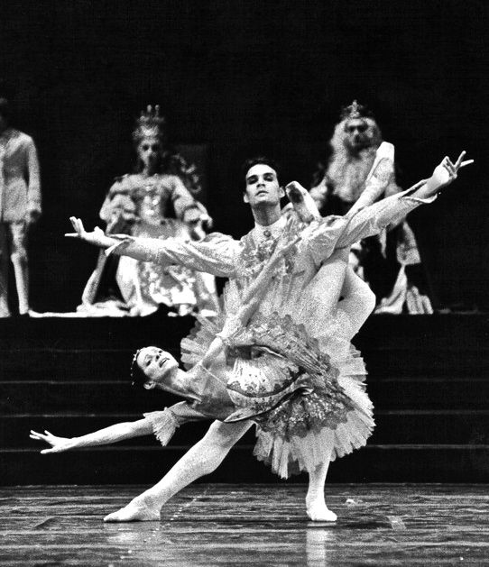 with-eva-evdokimova-in-the-sleeping-beauty-teatro-colon_compressed